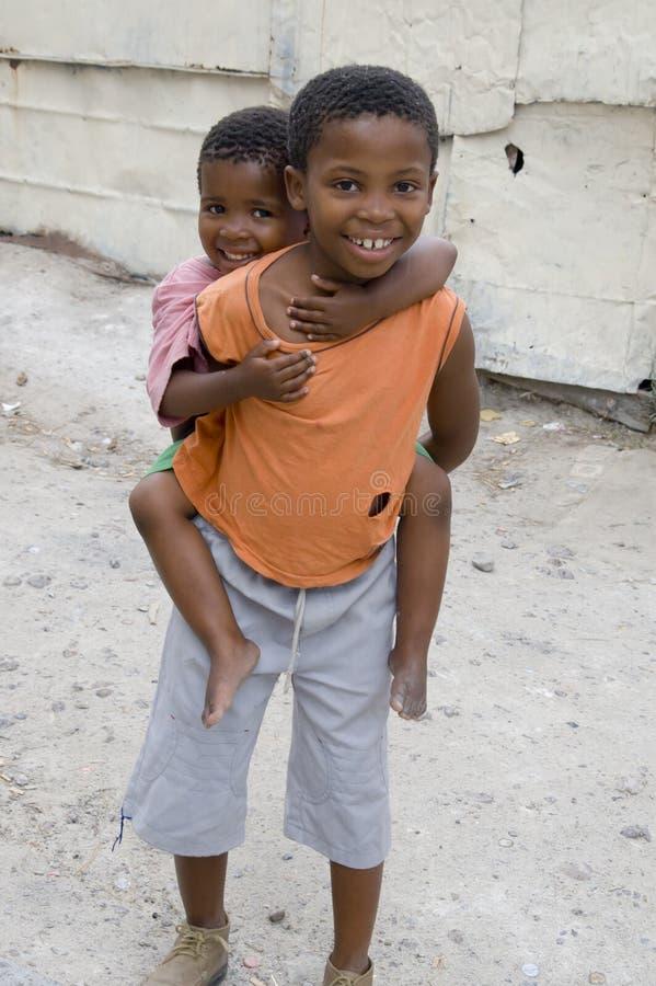 Bambini nel distretto in S.a. fotografie stock