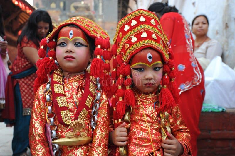 Bambini non identificati vestiti come Kumari immagine stock libera da diritti
