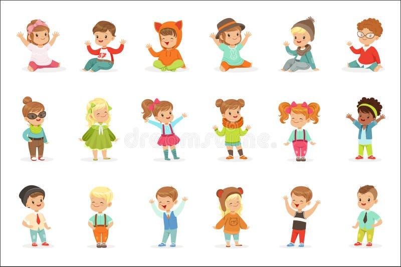 Bambini piccoli vestiti nei vestiti svegli di modo dei bambini, nella serie di illustrazioni con i bambini e nello stile royalty illustrazione gratis