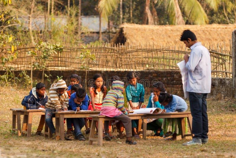 Bambini poveri d'istruzione immagini stock libere da diritti