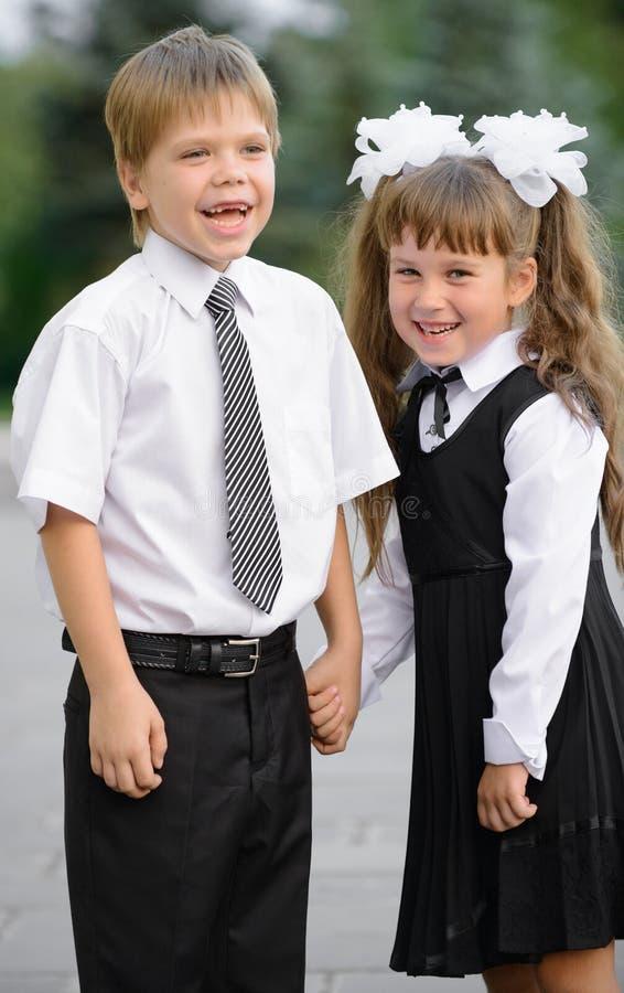 Bambini prescolari un ragazzo e una ragazza immagini stock libere da diritti