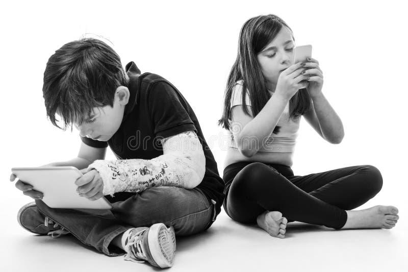Bambini redatti nella tecnologia fotografia stock libera da diritti