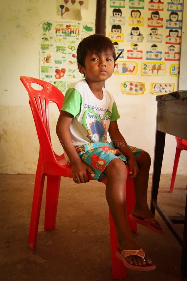 Bambini sfavoriti guida in Tailandia immagine stock