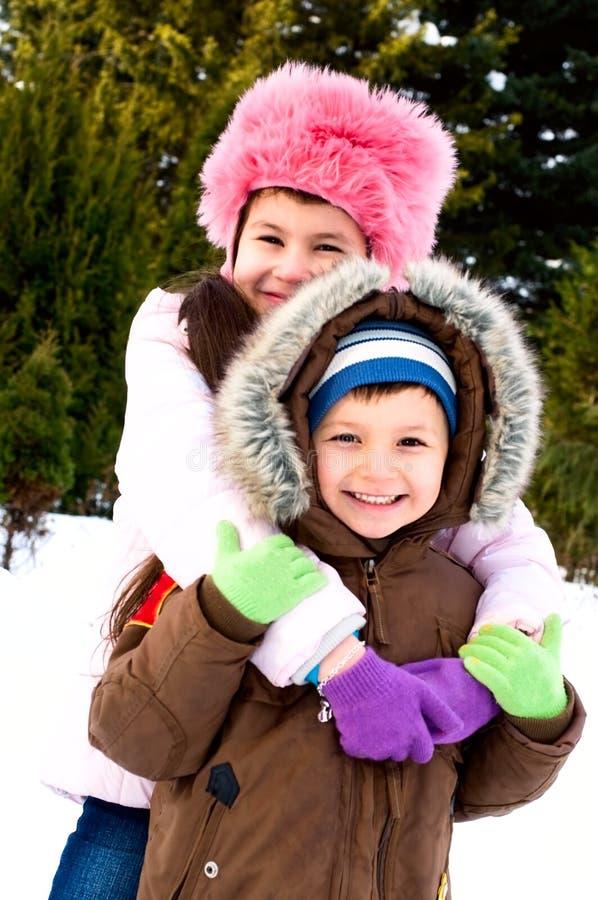 Bambini sorridenti nella sosta immagine stock libera da diritti