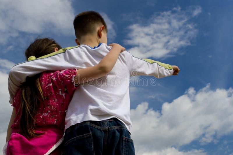 Bambini sul cielo fotografie stock