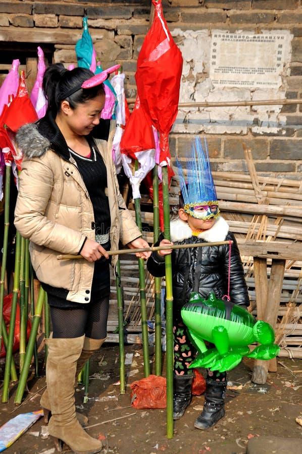 Bambini sul festival del rospo fotografia stock