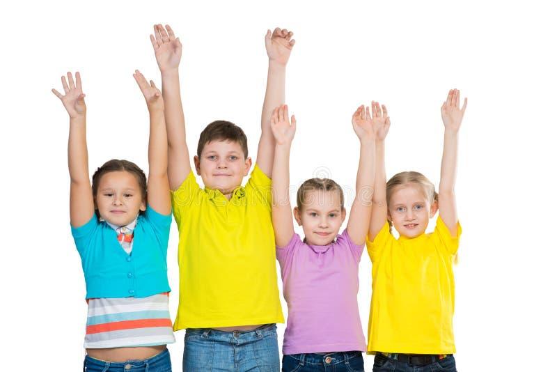 Bambini in una fila, portante un cappello immagine stock
