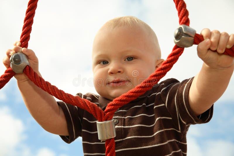 Bambino ad una sosta fotografie stock libere da diritti
