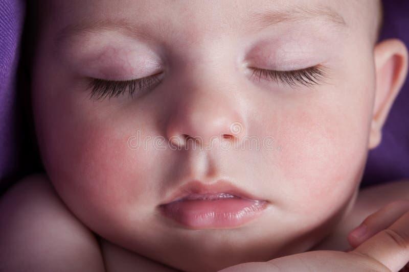 Bambino addormentato calmo immagini stock libere da diritti