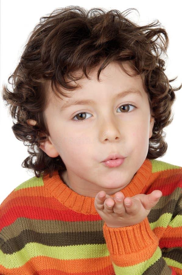 Bambino adorabile che trasmette un bacio fotografia stock