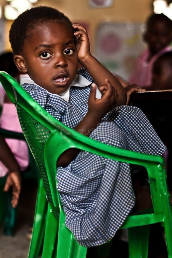 bambino africano al banco immagini stock libere da diritti
