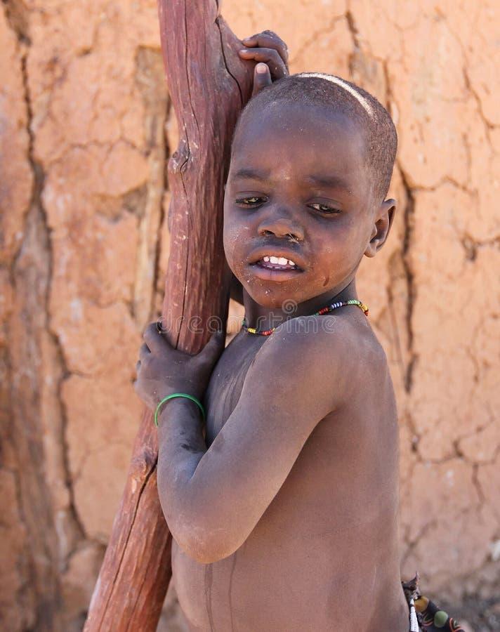 Bambino africano a bassifondi fotografie stock