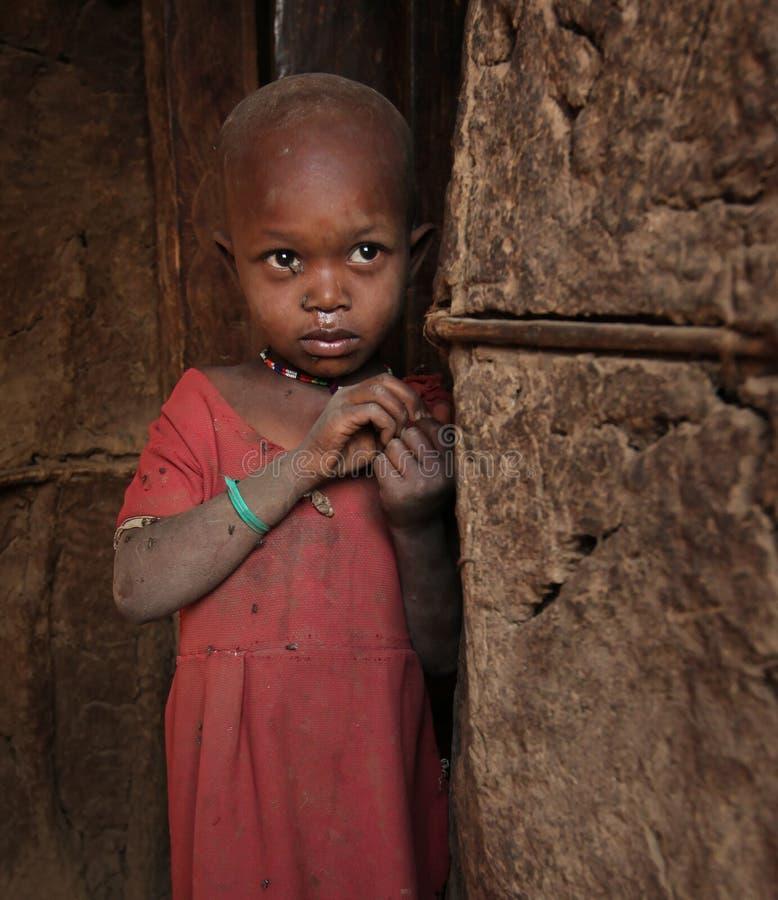 Bambino africano a bassifondi immagini stock