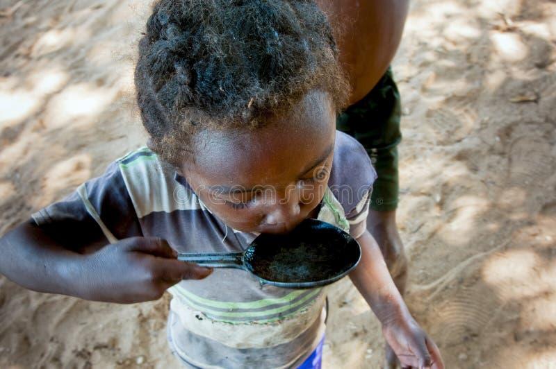 Bambino africano povero, Madagascar immagini stock libere da diritti