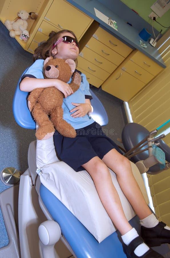 Bambino al dentista pediatrico fotografia stock libera da diritti