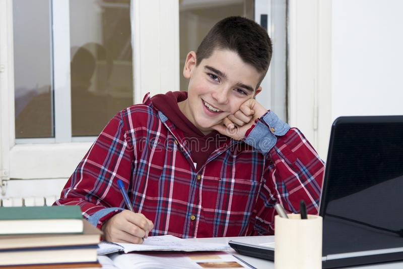 Bambino alla scuola fotografie stock libere da diritti