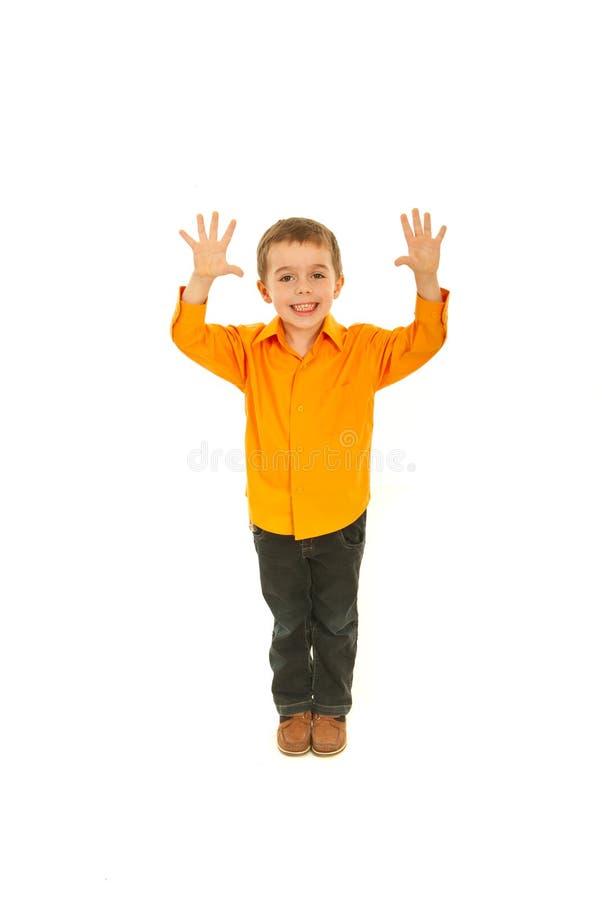 Bambino allegro che mostra dieci barrette fotografia stock