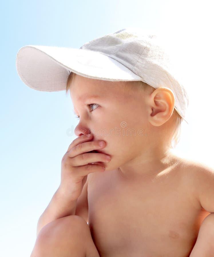 Bambino ansioso all'aperto fotografia stock libera da diritti