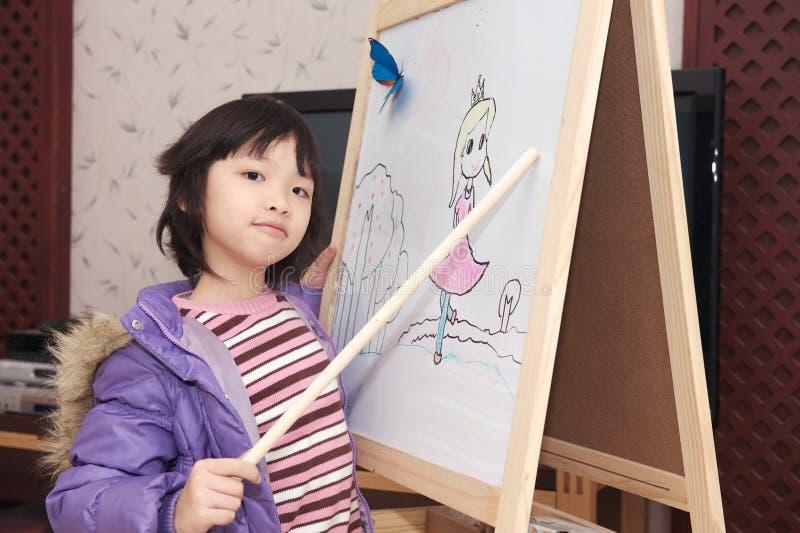 Bambino asiatico che funge da insegnante fotografie stock libere da diritti