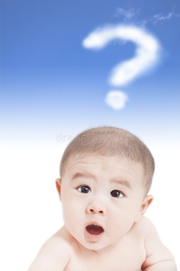 Bambino asiatico con il punto interrogativo fotografia stock libera da diritti