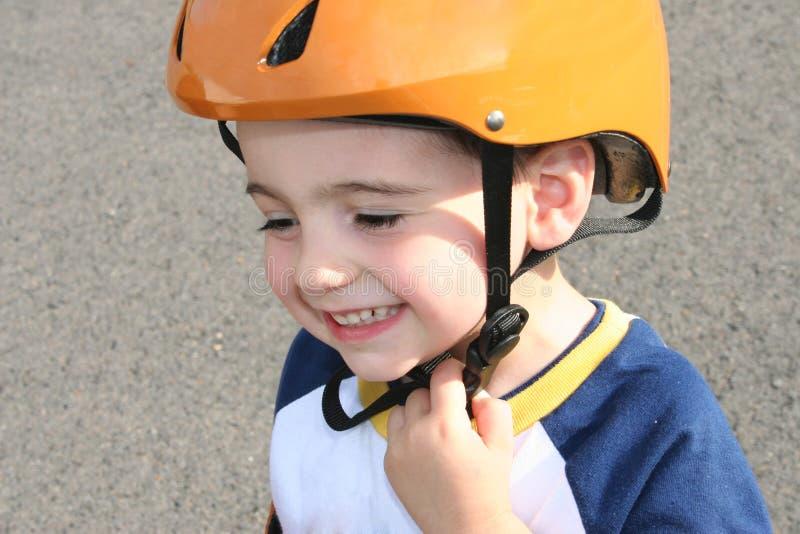 Bambino in casco fotografia stock