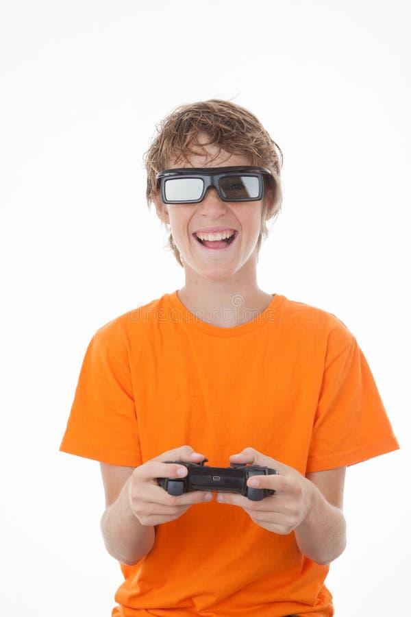 Bambino che gioca gioco 3D con controllo immagini stock libere da diritti