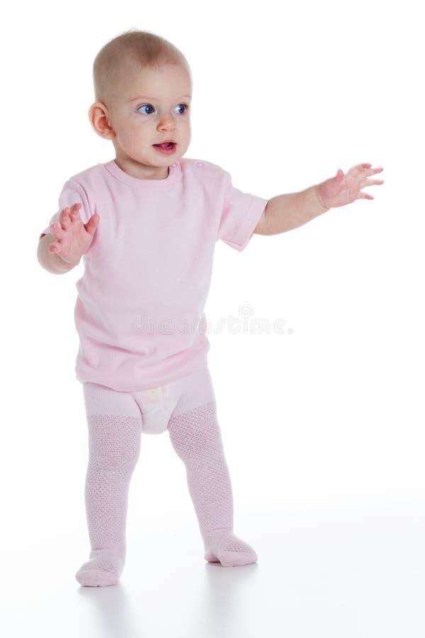 Bambino che impara camminare fotografie stock