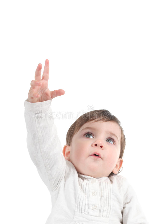 Bambino che prova a raggiungere qualcosa su immagine stock