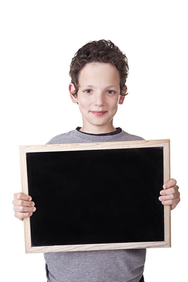 Bambino che tiene una scheda nera fotografia stock libera da diritti