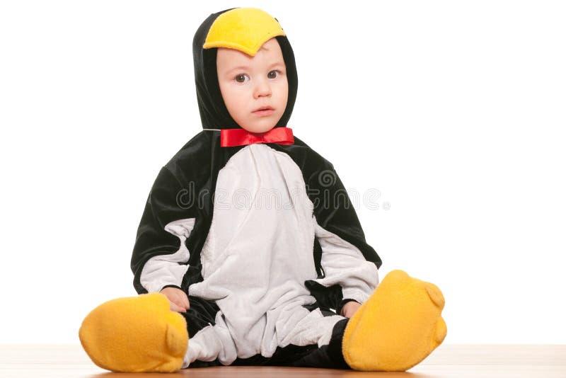 Bambino come piccolo pinguino fotografie stock libere da diritti