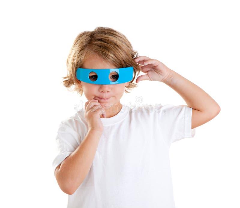 Bambino con i vetri blu divertenti futuristici felici fotografia stock