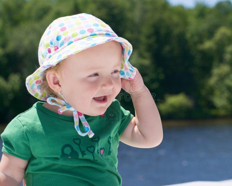 Bambino con il cappello sveglio fotografia stock