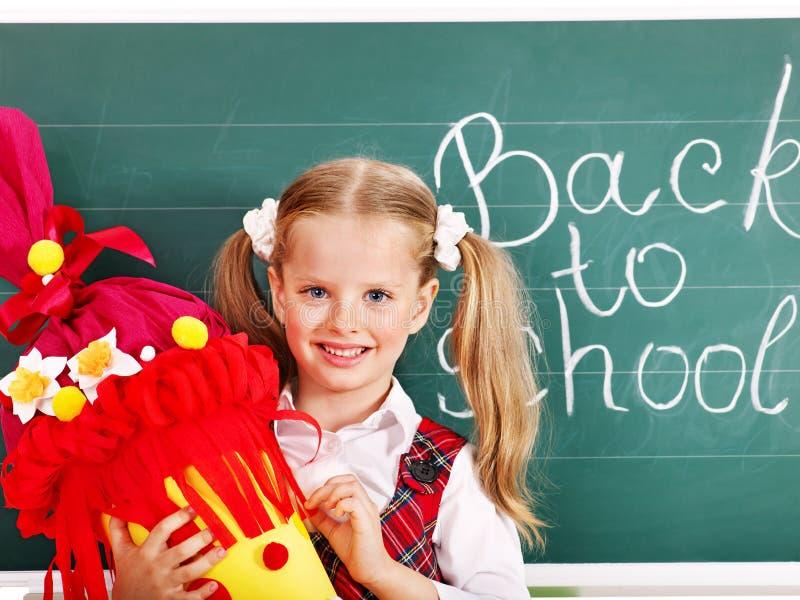 Bambino con il cono della scuola. fotografie stock