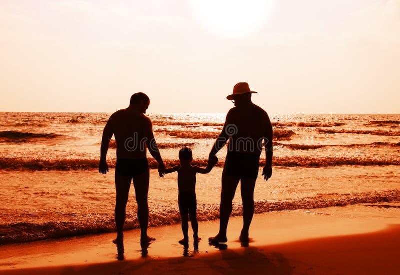Bambino con il padre e il grandfathe immagine stock