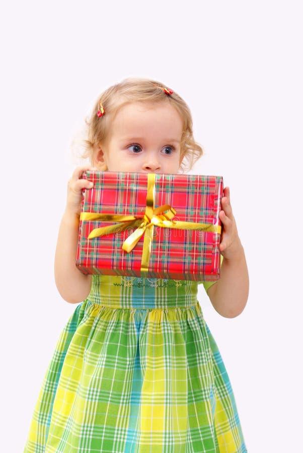 Bambino con il regalo fotografia stock