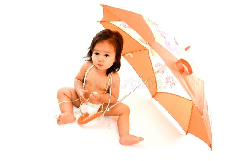 Bambino con l'ombrello immagine stock