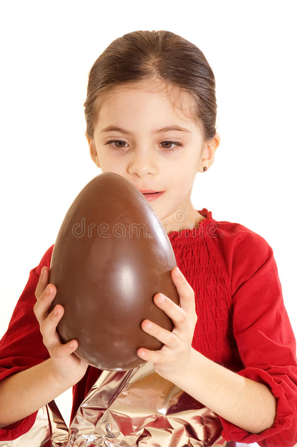 Bambino con l'uovo di Pasqua immagini stock libere da diritti