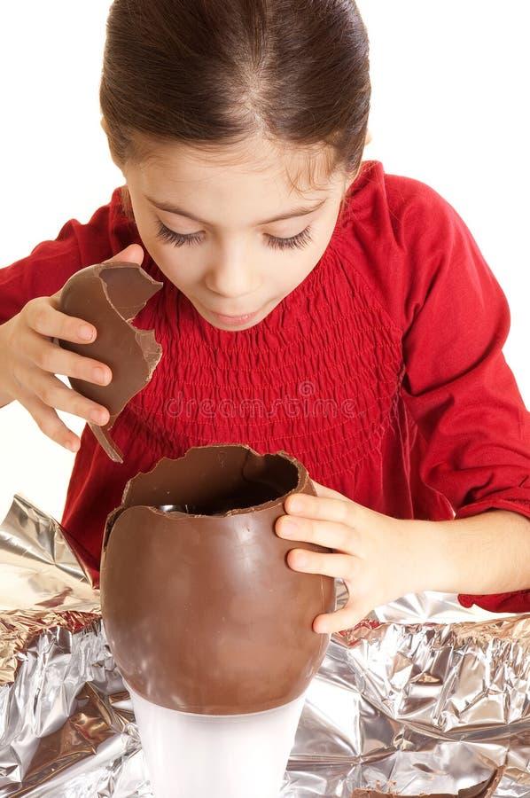 Bambino con l'uovo di Pasqua fotografie stock