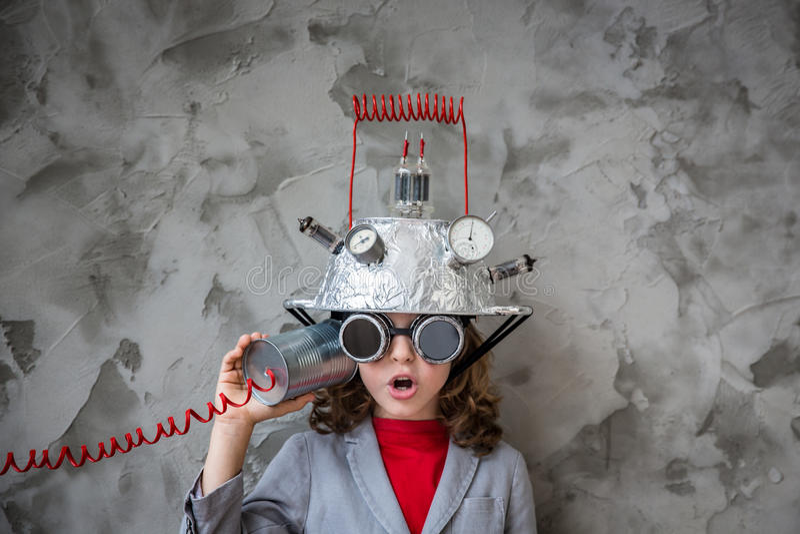Bambino con la cuffia avricolare di realtà virtuale del giocattolo fotografia stock