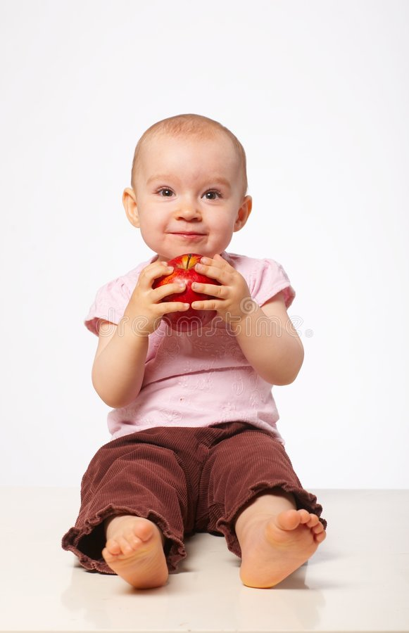 Bambino con la mela fotografia stock