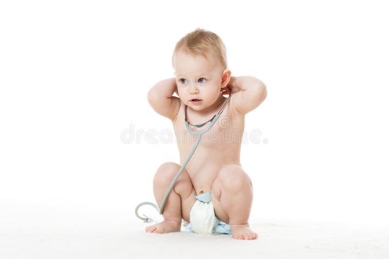 Bambino con lo stetoscopio. immagini stock
