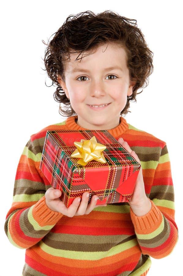Bambino con un contenitore di regalo immagine stock