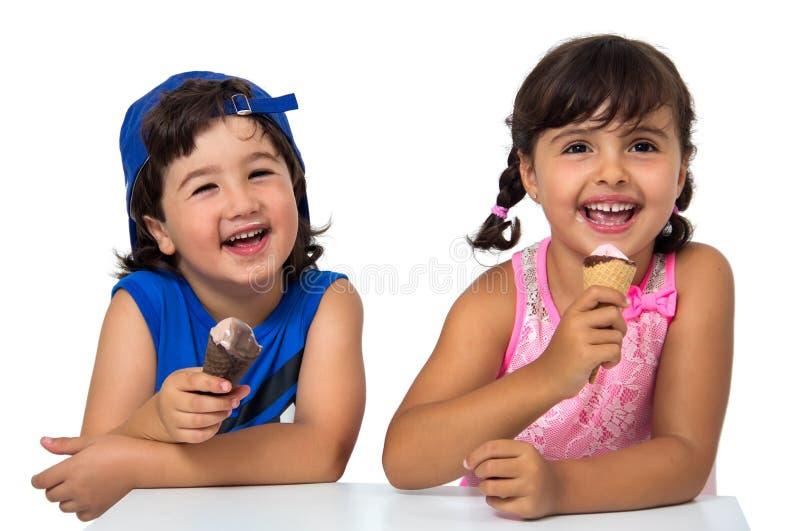 Bambino, coppia di s con il gelato immagine stock libera da diritti