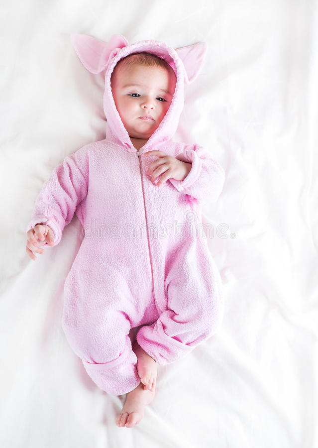 Bambino in costume del coniglietto immagini stock libere da diritti