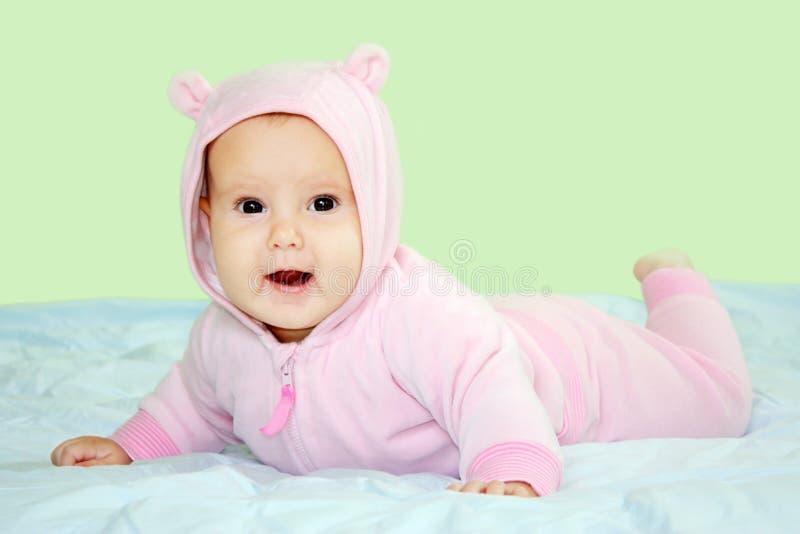 Bambino in costume dentellare dell'orsacchiotto fotografie stock