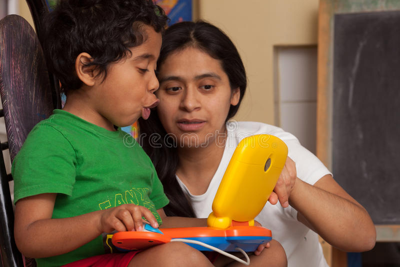 Apprendimento ispano del bambino immagini stock libere da diritti