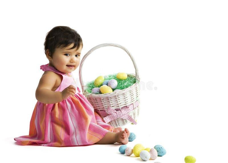Bambino del cestino di Pasqua immagini stock libere da diritti