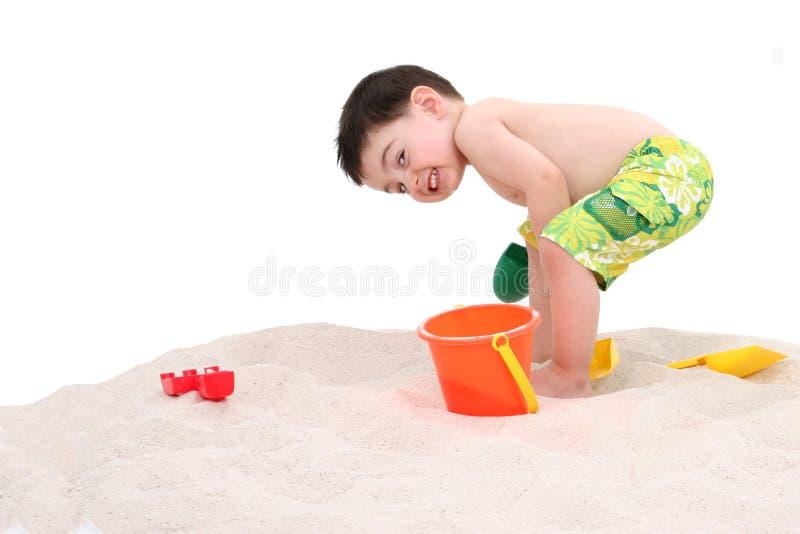 Bambino del ragazzo della spiaggia con il grande sorriso immagini stock libere da diritti