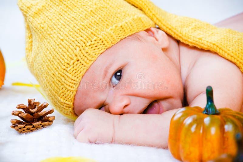 Bambino di autunno immagine stock