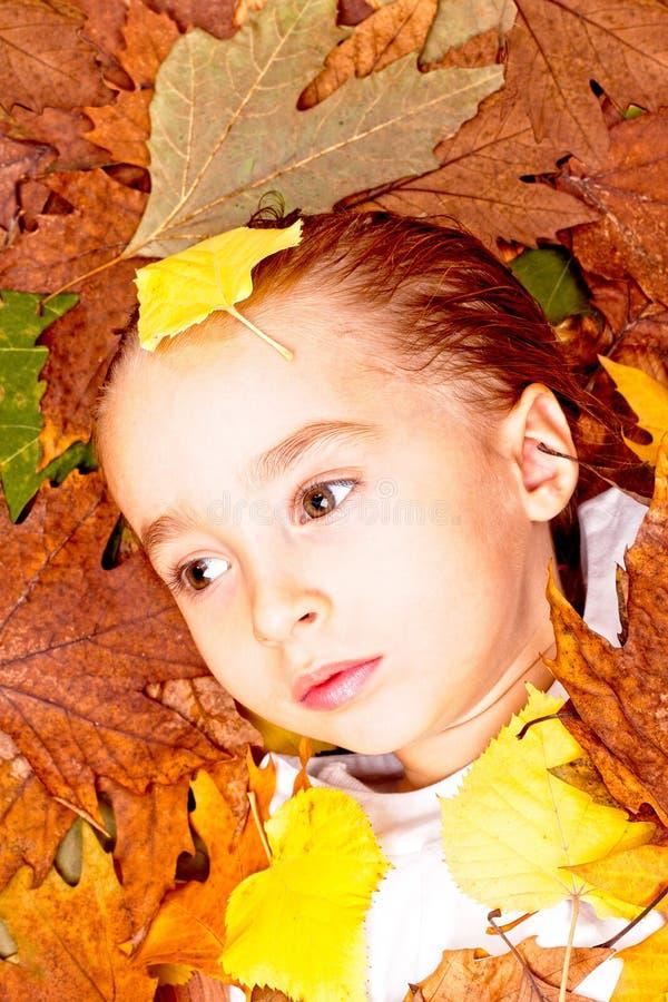 Bambino di autunno immagini stock libere da diritti